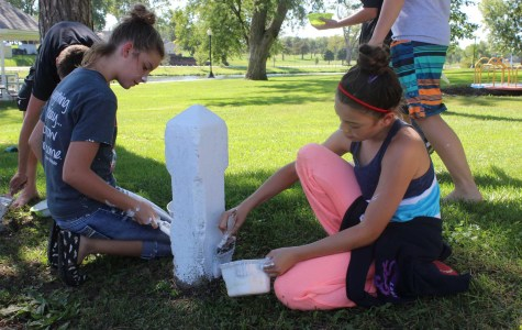 Crafty community service connects students, enhances environment