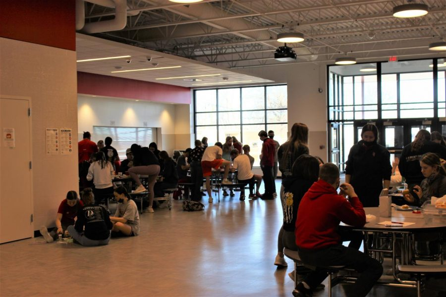 Students gather in the New Commons and Frost their Cupcakes