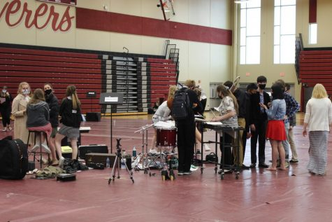 DCHS Choir and Band Practice in Columbus High Schools gym.