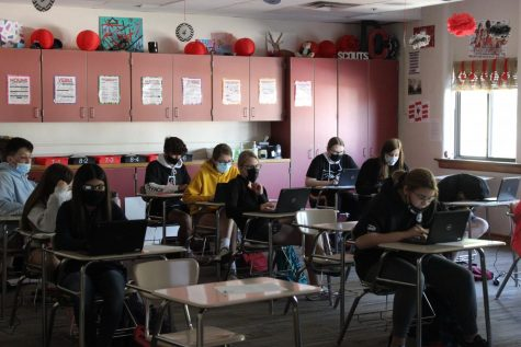 Mrs. Valentines 4th period English focuses on end of the year work.